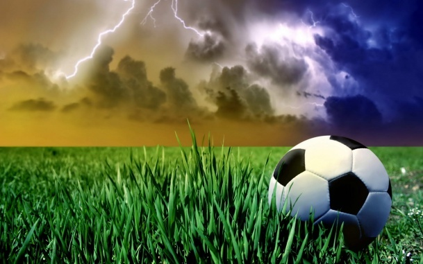 big_1406_oboi_futbolnyj_mjach_na_gazone